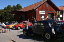 Lions Loppis i gamla godsmagasinet och utställning av gamla bilar