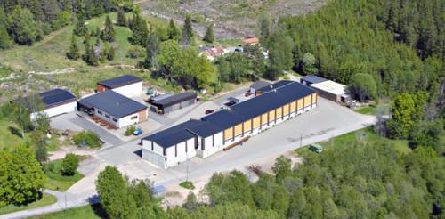 Mitt i natursköna Tolg, en mil norr om Rottne, ligger Källreda Plåt & Smide AB