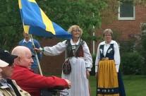 Traditionsenligt med folkdräkt och nationaldräkt