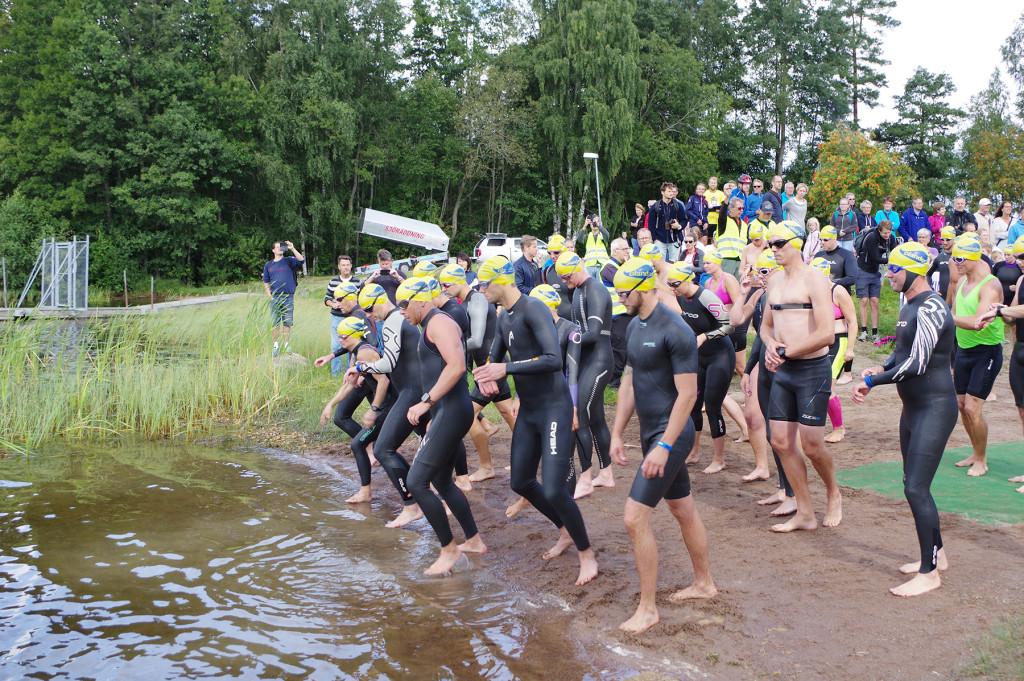 Starten av 2015 års Vidingehem Triathlon