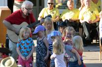 Calle Bjelke underhöll och lekte med barnen