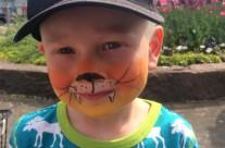 En tiger med vassa tänder